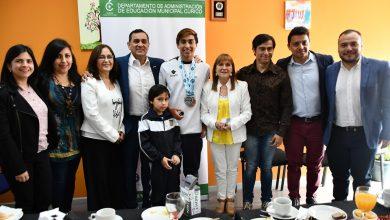 Photo of Estudiante Luciano Arriagada recibe reconocimiento
