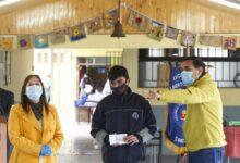 Photo of MUNICIPIO CURICANO JUNTO AL DAEM ENTREGAN GIFT CARDS PARA ESTUDIANTES